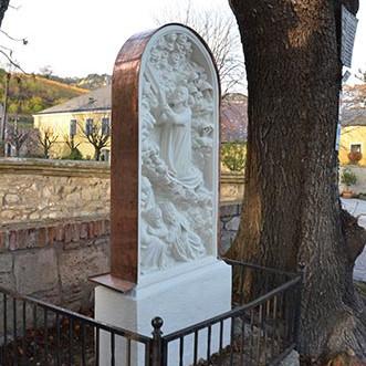 Restaurierung eines Reliefs am Kirchenplatz