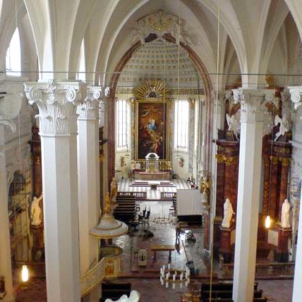 Restaurierung barocker Altäre, Portale, Epitaphe und gefasster Steinskulpturen